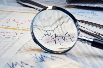 De koers van aandelen bekeken door een vergrootglas